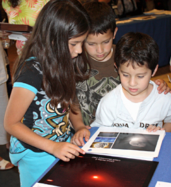 Young guests visit the EPOXI booth to learn about comets.
