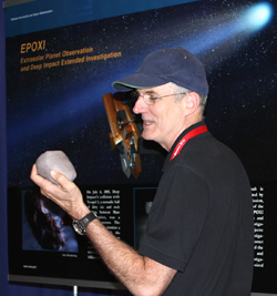 Steve Wissler describes how EPOXI will encounter comet Hartley 2.
